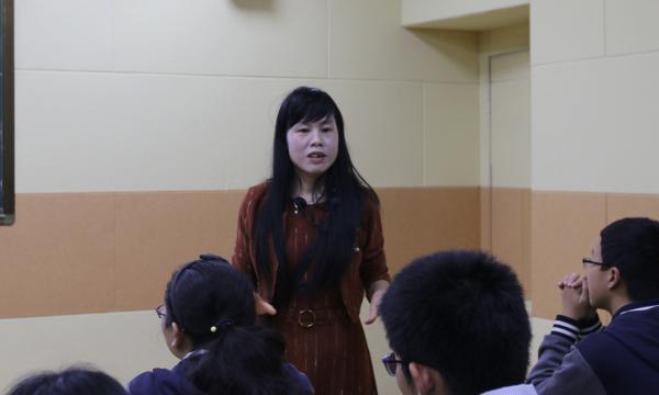 bwin首页名师团讲师许丽云老师在学校