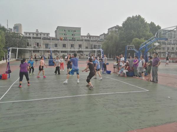 排球撩动激情  赛场放飞真我