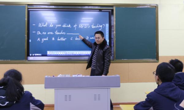 我校名师团讲师郑黎明老师在校举