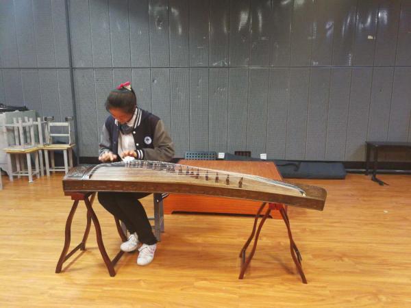 我校首届校园民族器乐比赛圆满落