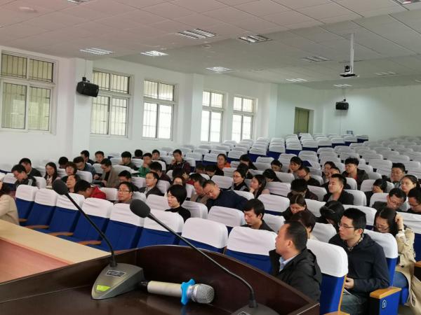 学校召开第二次年级组长与班主任