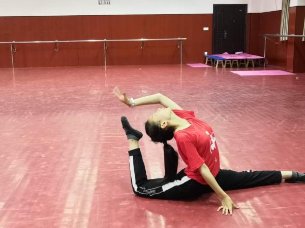 我校首届校园舞蹈比赛圆满落下帷
