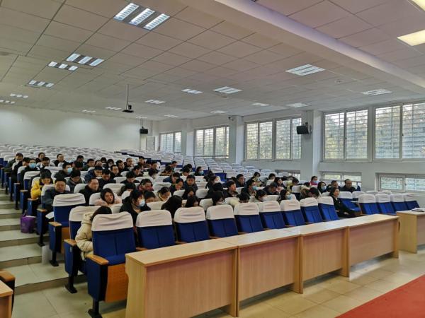 学校召开年级组长、班主任工作例