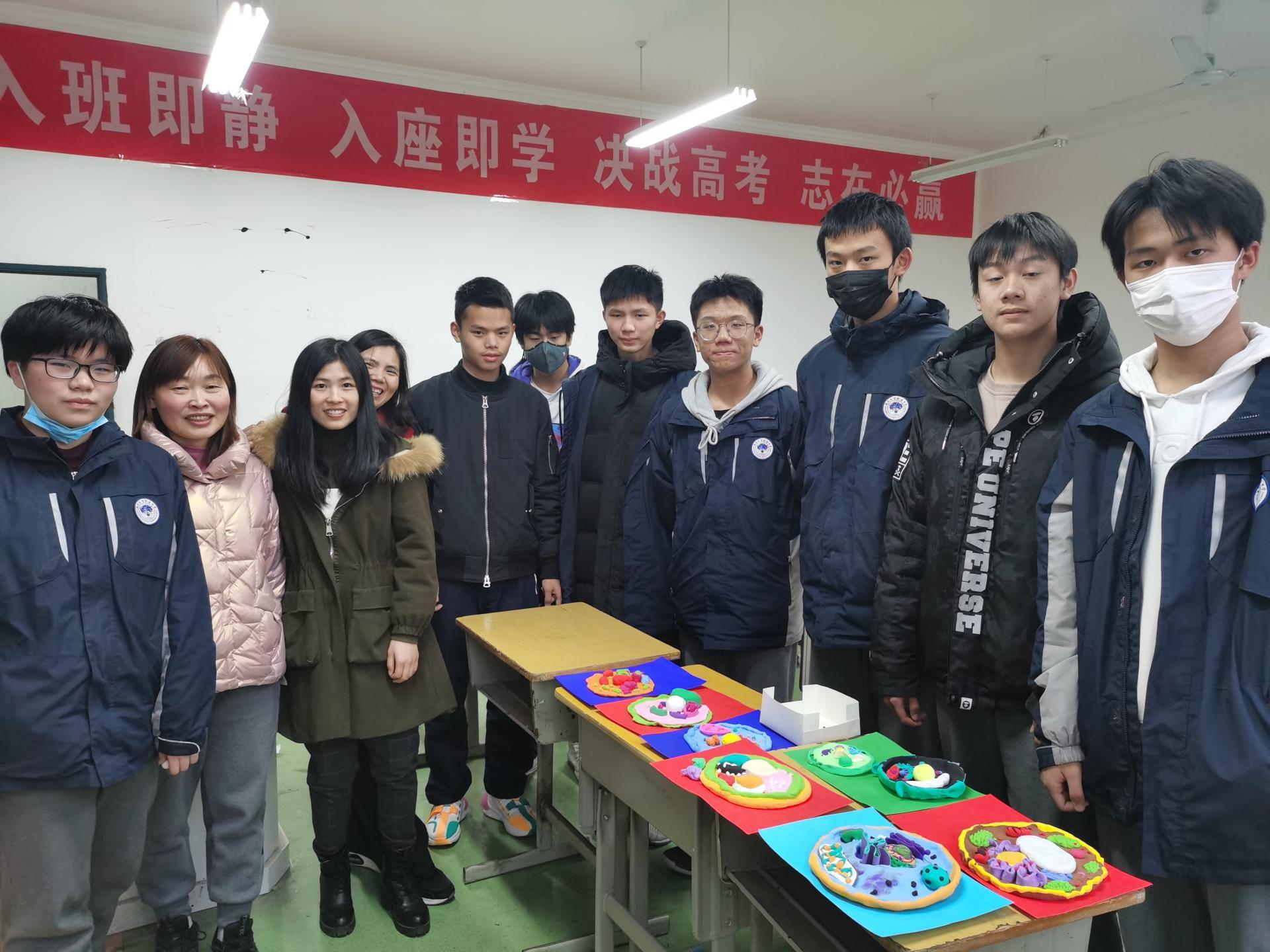 亚娱环球app生物类社团开展细胞模型手工