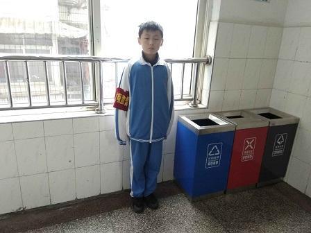 万博博彩_www.7manbetx.com开展环保小卫士活